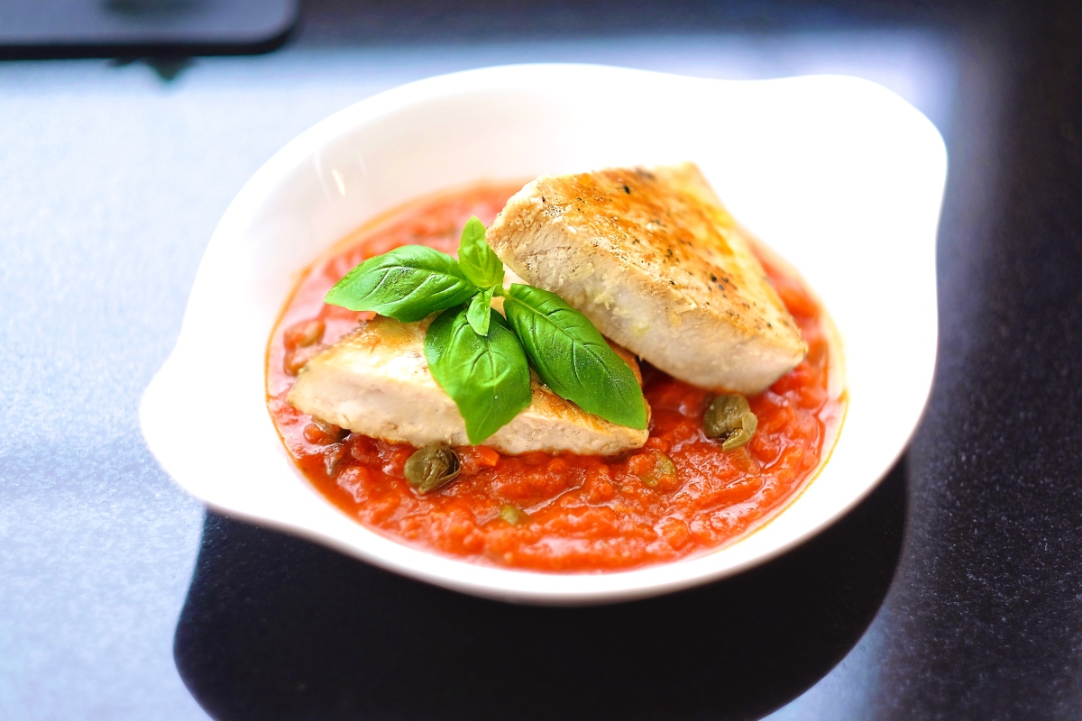 🇬🇧  Swordfish Steak With Napolitan Sauce 🇫🇷